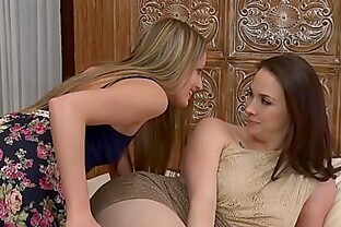 Young Scarlett Sage seduces lesbian MILF with fingers