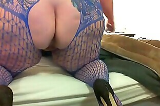 Chubby babe toys her cunt