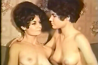 vintage babes find it simpler to play together