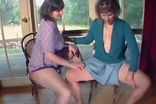 Milf Jenny and Paula masturbate together