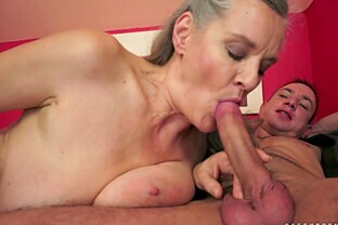 Compassionate granny getting her pussy licked before giving out blowjob