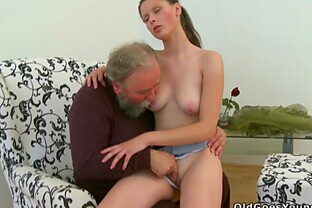 Chick sucks on dude's cock while old man fucks her