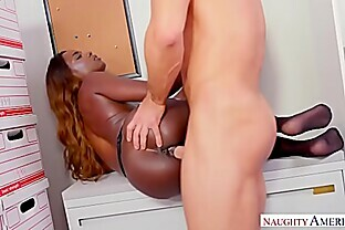 NAUGHTY AMERICA FUCKING IN THE OFFICE